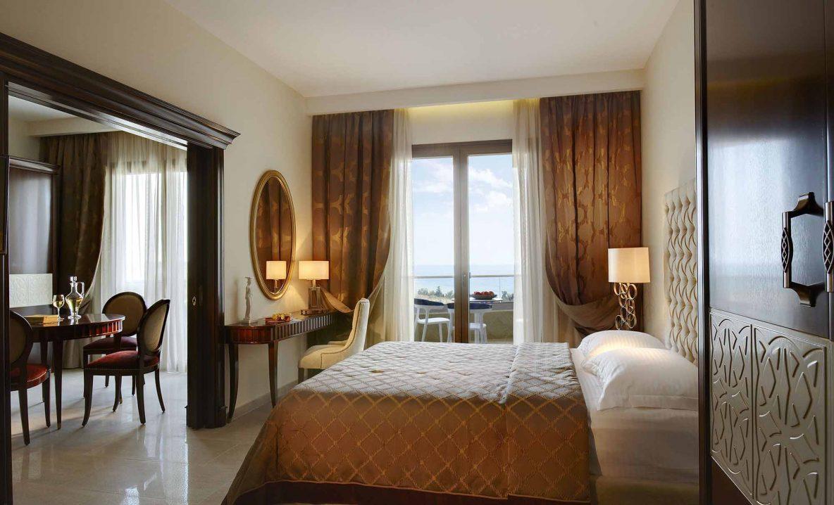 Standard suite bedroom